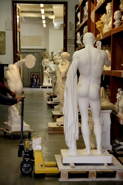 Entreprise_et_Decouverte_Atelier-de-moulage-RMN_couloir-modèles.2