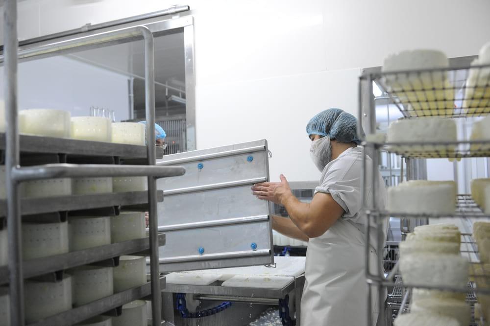 fromagerie-gaugry-demoulage-entreprise-et-decouvertegaugry